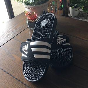 Adidas Slip-Ons🌛